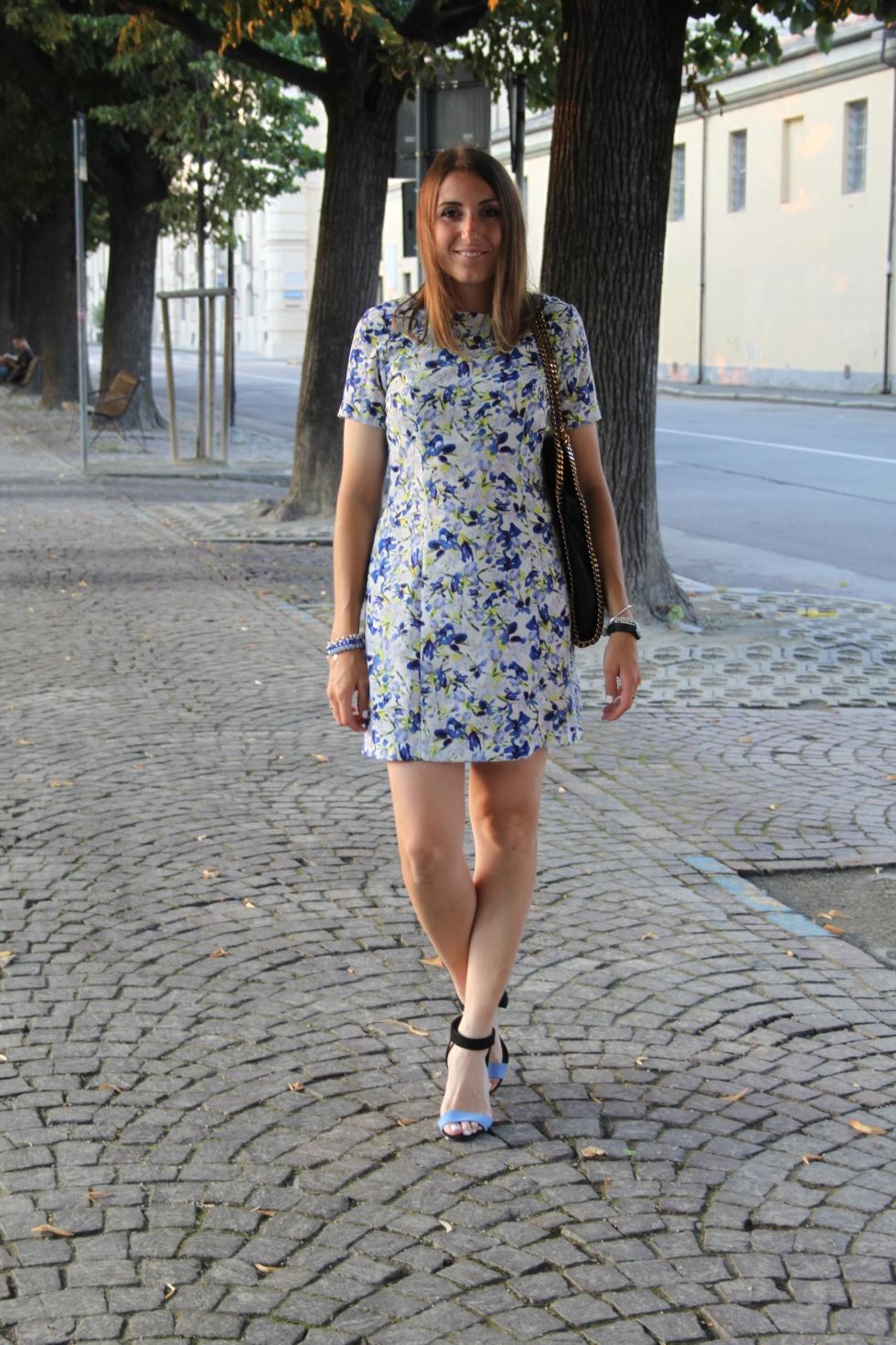 how to style a floral dress come indossare un vestito a fiori