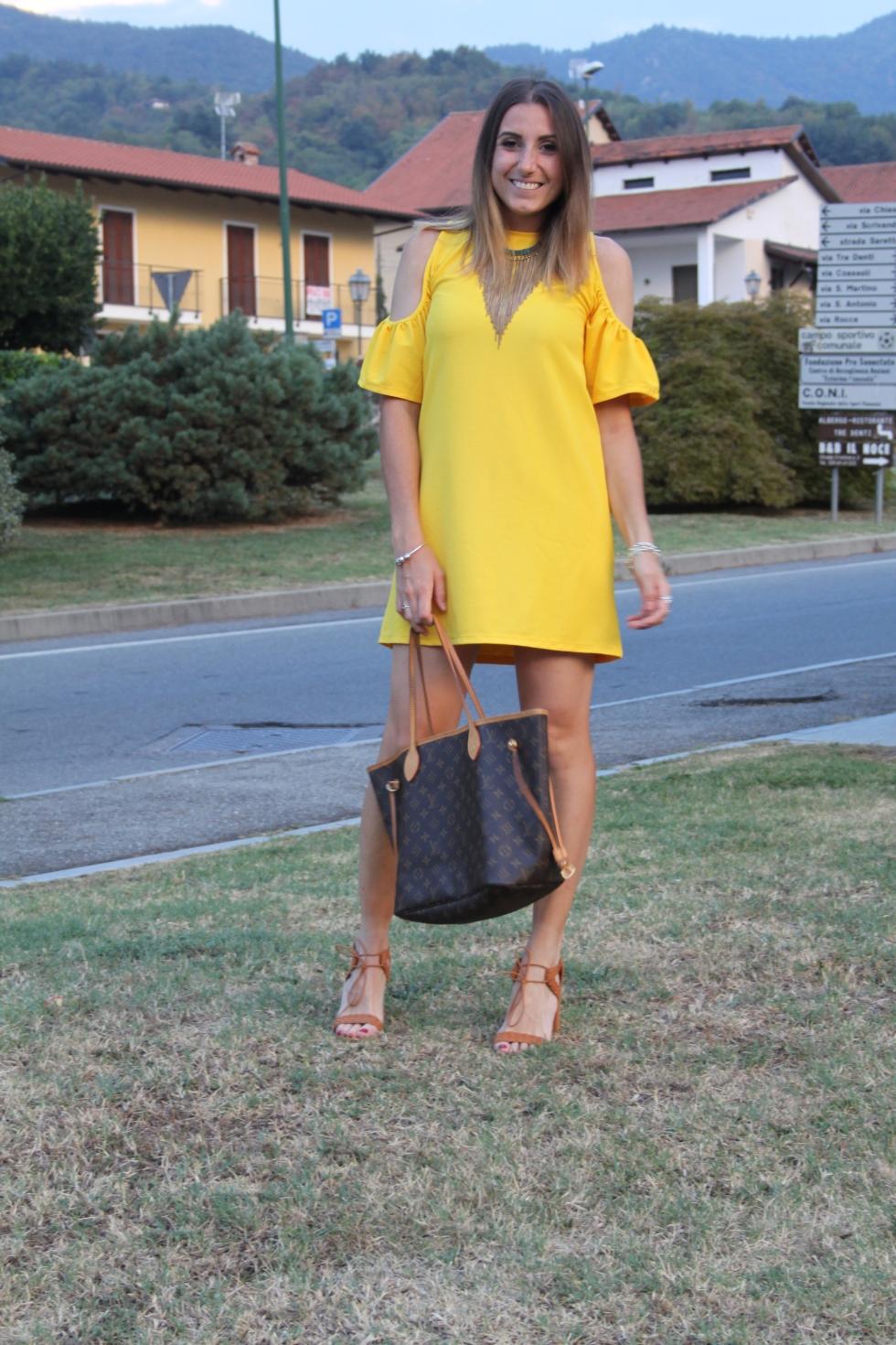 outfit vestito giallo zara
